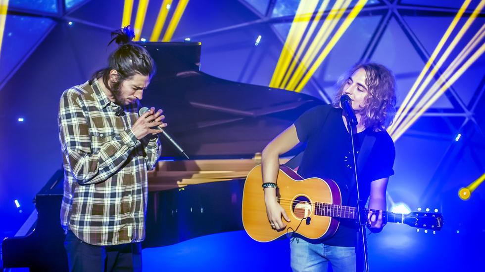 Eurovisión 2017- Salvador Sobral (Portugal) a dúo con Manel Navarro