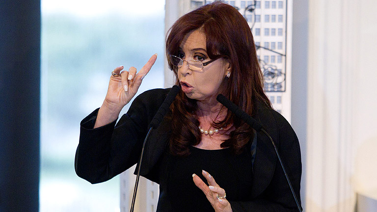 La presidente argentina anuncia la expropiación de un 51% de YPF