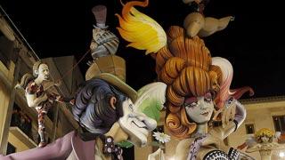 La falla 'Pantomima' gana el primer premio especial 2015 con una ácida crítica al poder y al dinero