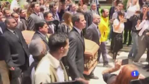Familiares y allegados entierran al concejal venezolano Fernando Albán y piden explicaciones sobre su muerte