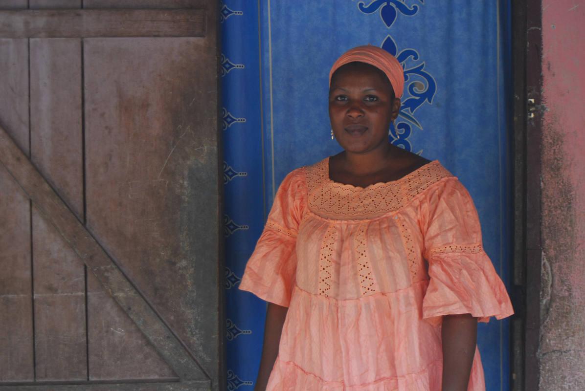 Fatouba dice que se juega la vida cada vez que va al mercado. Foto: M.J. AGEJAS