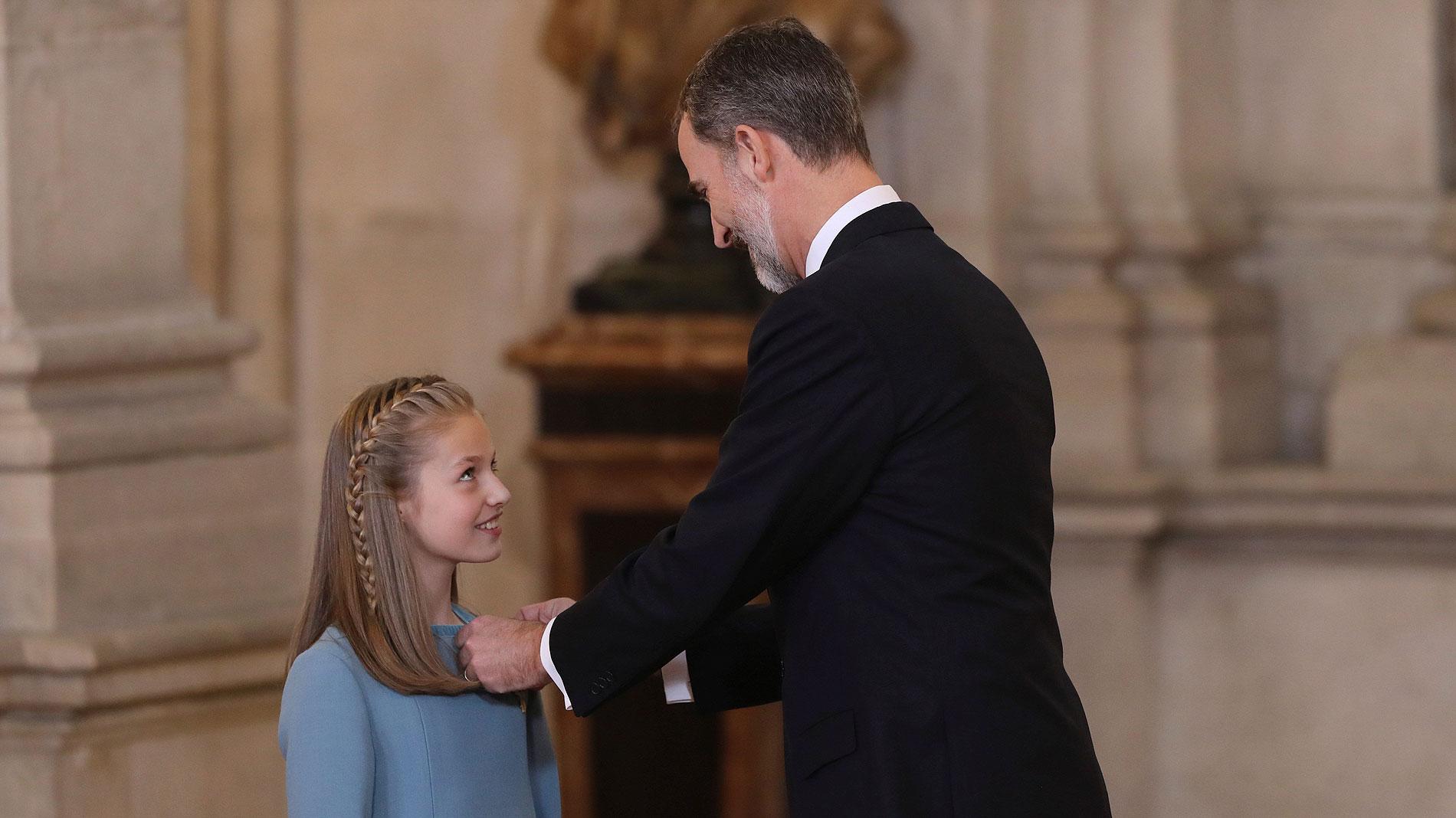 Felipe VI impone el Toisón de Oro a la princesa de Asturias
