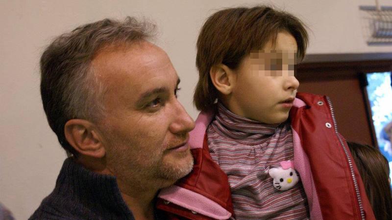 Fernando Blanco, junto a su hija, en una foto colgada en el perfil de Facebook de la asociación creada por él.