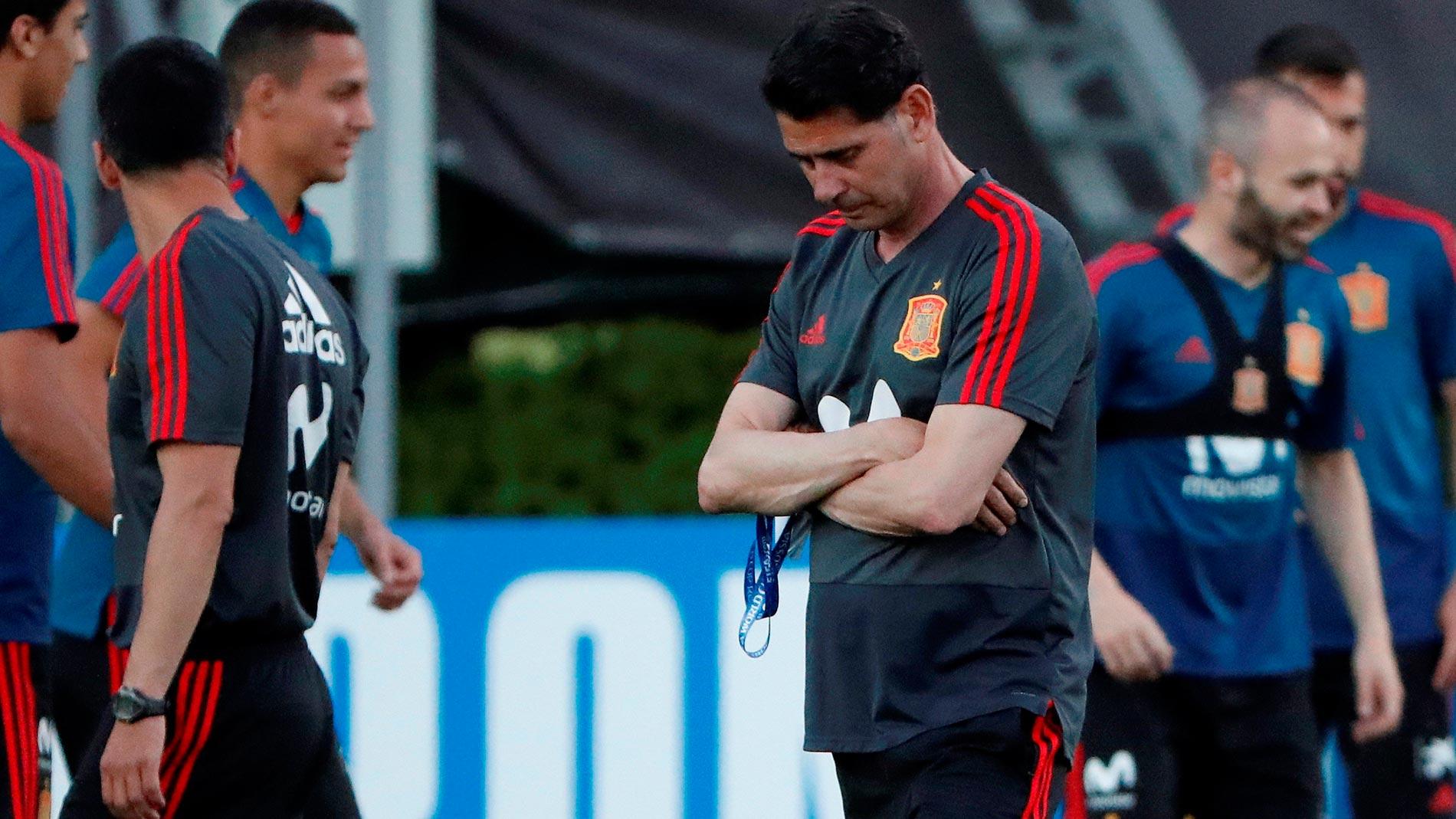 Fernando Hierro dirige su primer entrenamiento con la Selección