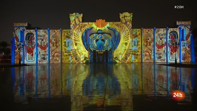 El Festival de las Luces de Sharjah, la capital cultural de Emiratos Árabes Unidos, atrae a miles de visitantes