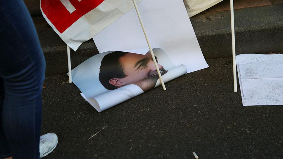 Al final el sector crítico ganó la partida a los oficialistas y tumbó al propio Sánchez