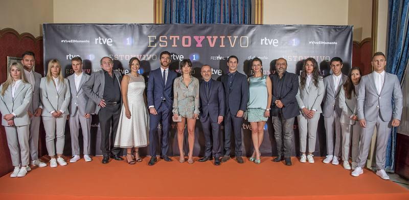 Los actores de 'Estoy vivo' causan furor en la alfombra naranja del FesTVal