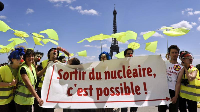 Fotografía de archivo de activistas de la ICAN en una protesta en Francia