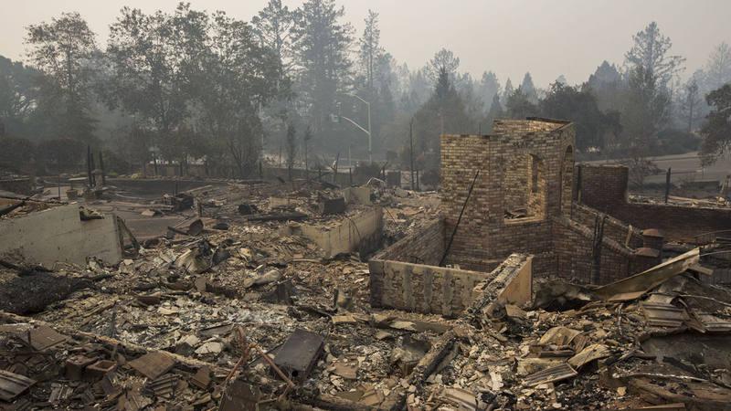 Fotografía del barrio de Foxtail Court, en Santa Rosa, completamente destruido