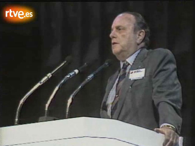 Discurso de Fraga anunciando el cambio de nombre de Alianza Popular a Partido Popular