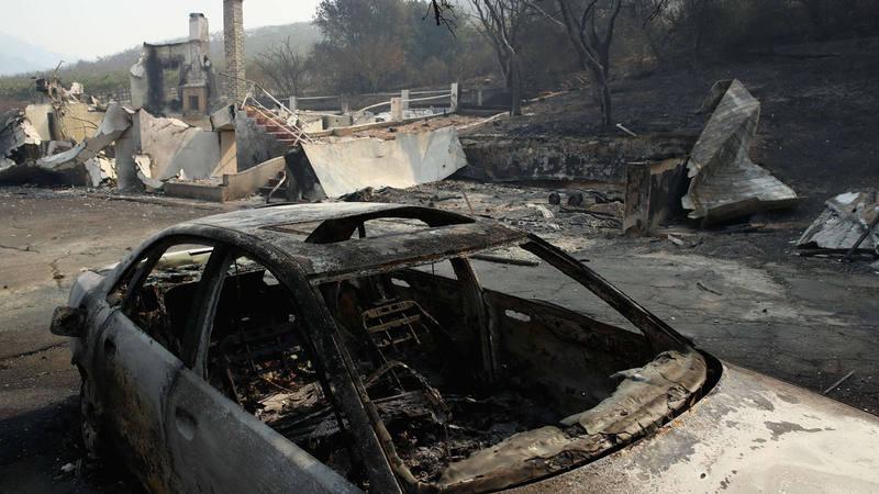 El fuego ha calcinado centenares de vehículos