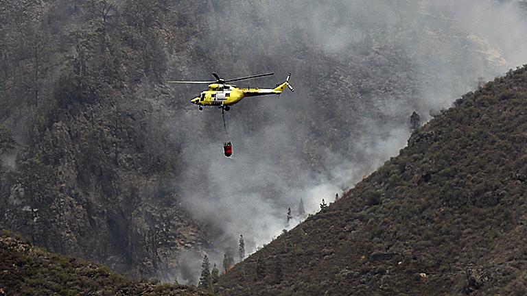 El fuego de Tenerife podría quedar estabilizado el martes