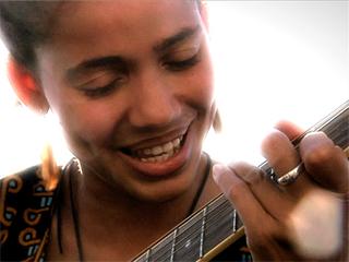 Fuera de Lugar: Nneka - My Home