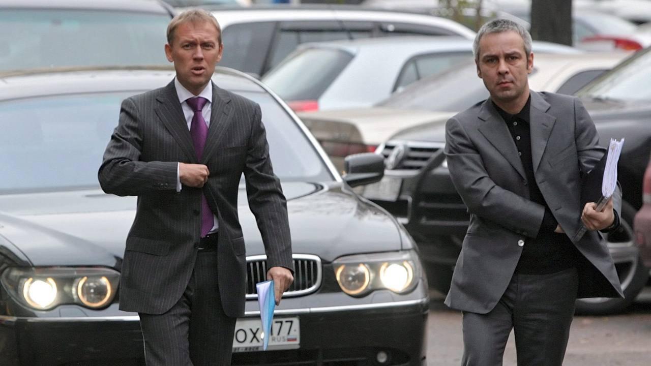 Los que fueran espías rusos Andrei Lugovoi (izq) y Dmitri Kovtun en Moscú, en una foto de archivo