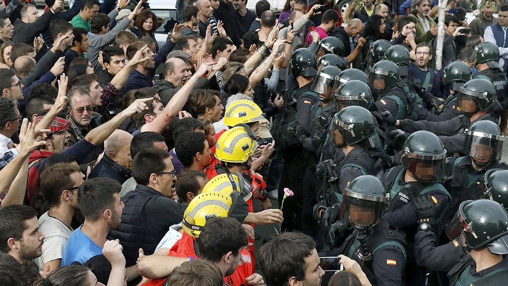 Las fuerzas de seguridad del Estado intervienen en colegios electorales del referéndum