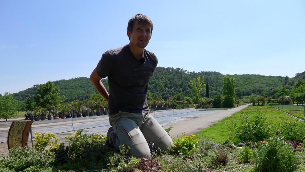 Aquí la Tierra-Una furgoneta con jardín en el techo