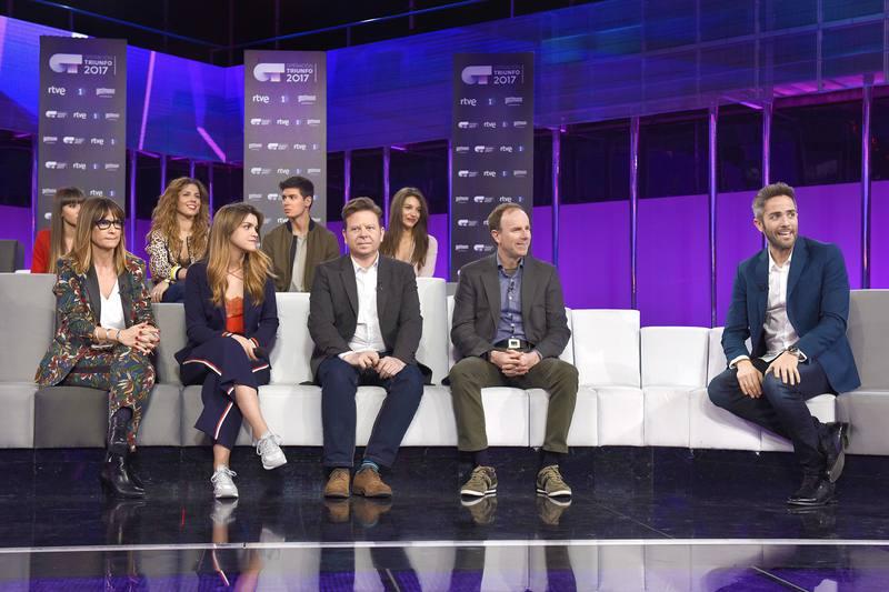 La ganadora de 'OT 2017' y los cuatro finalistas durante la rueda de prensa