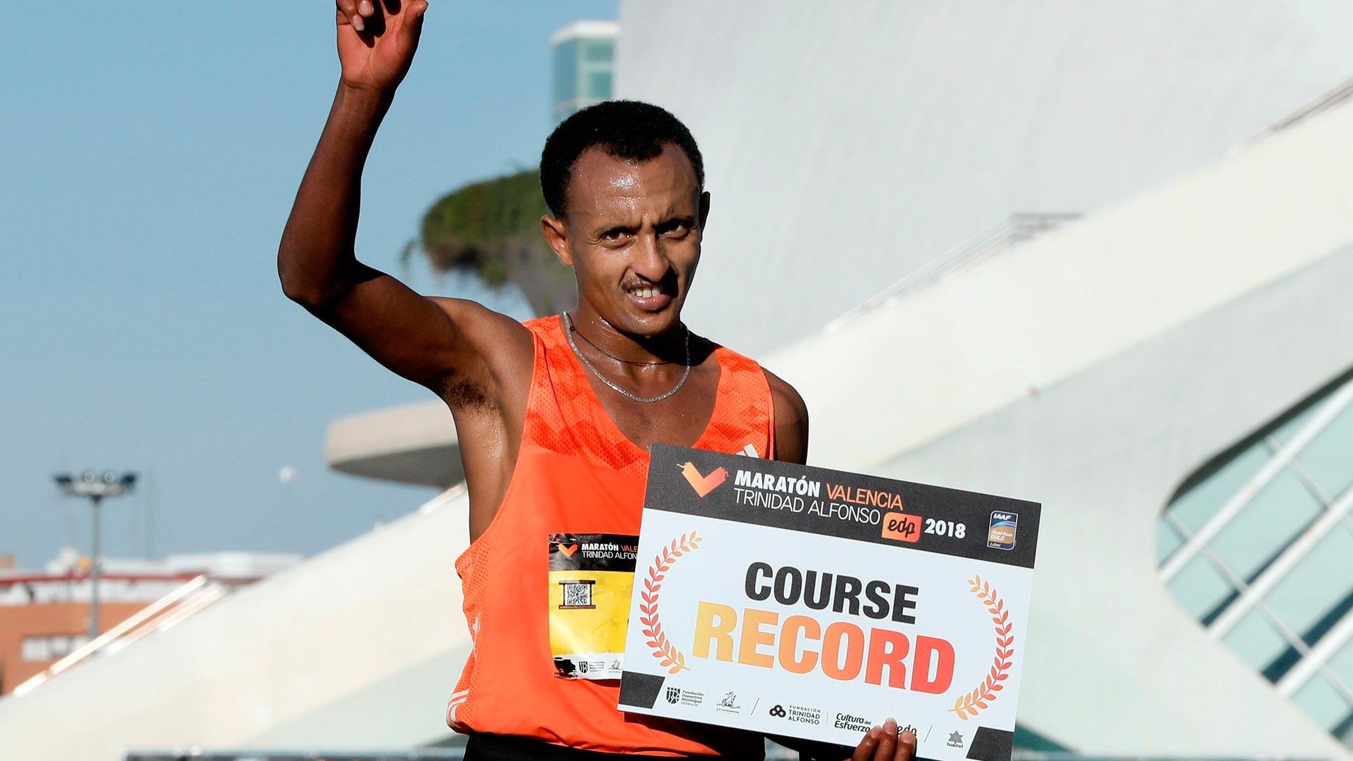 Gebreselassie gana y bate el récord en el maratón de Valencia con 2:04:30