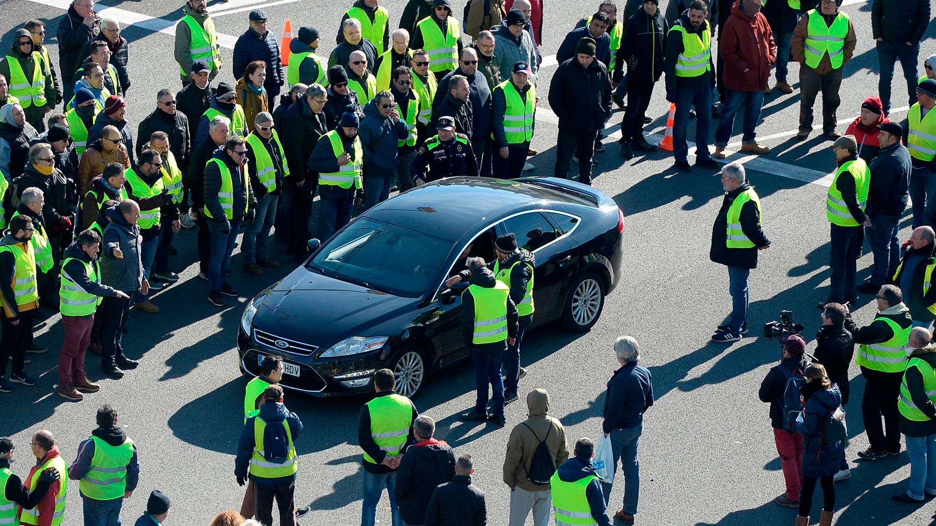 La Generalitat ofrece a los taxistas una hora para contratar los VTC