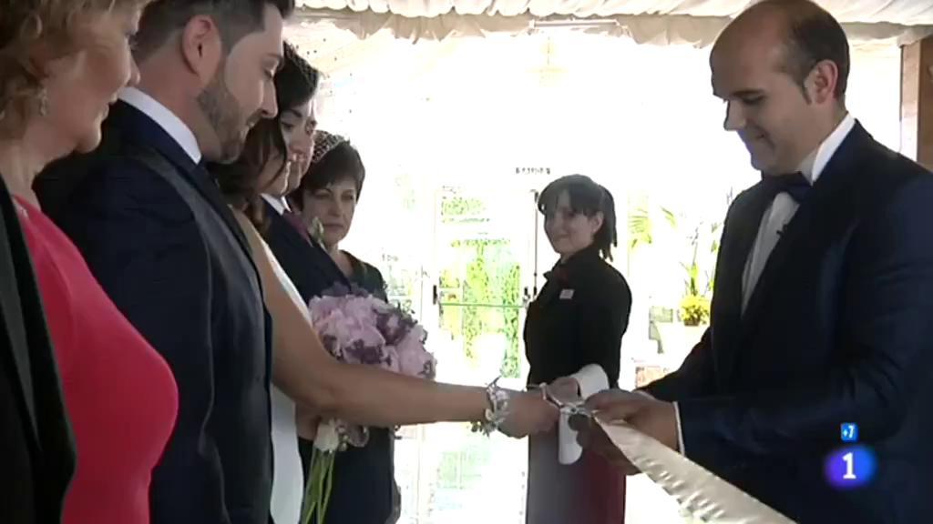 Comando Actualidad - Un antes y un después - Gloria y Juan, los novios más felices en la España con menos bodas
