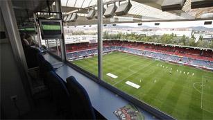 El Gobierno decreta la entrada de las radios a los estadios