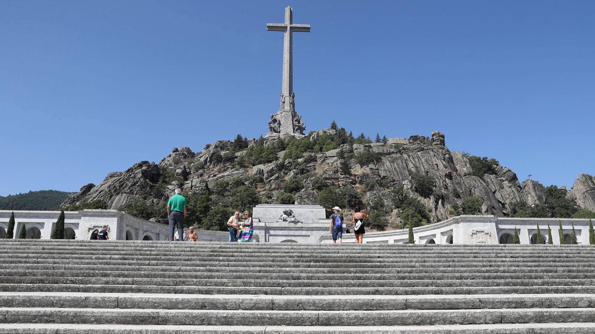 El Gobierno espera completar la exhumación de Franco en tres meses