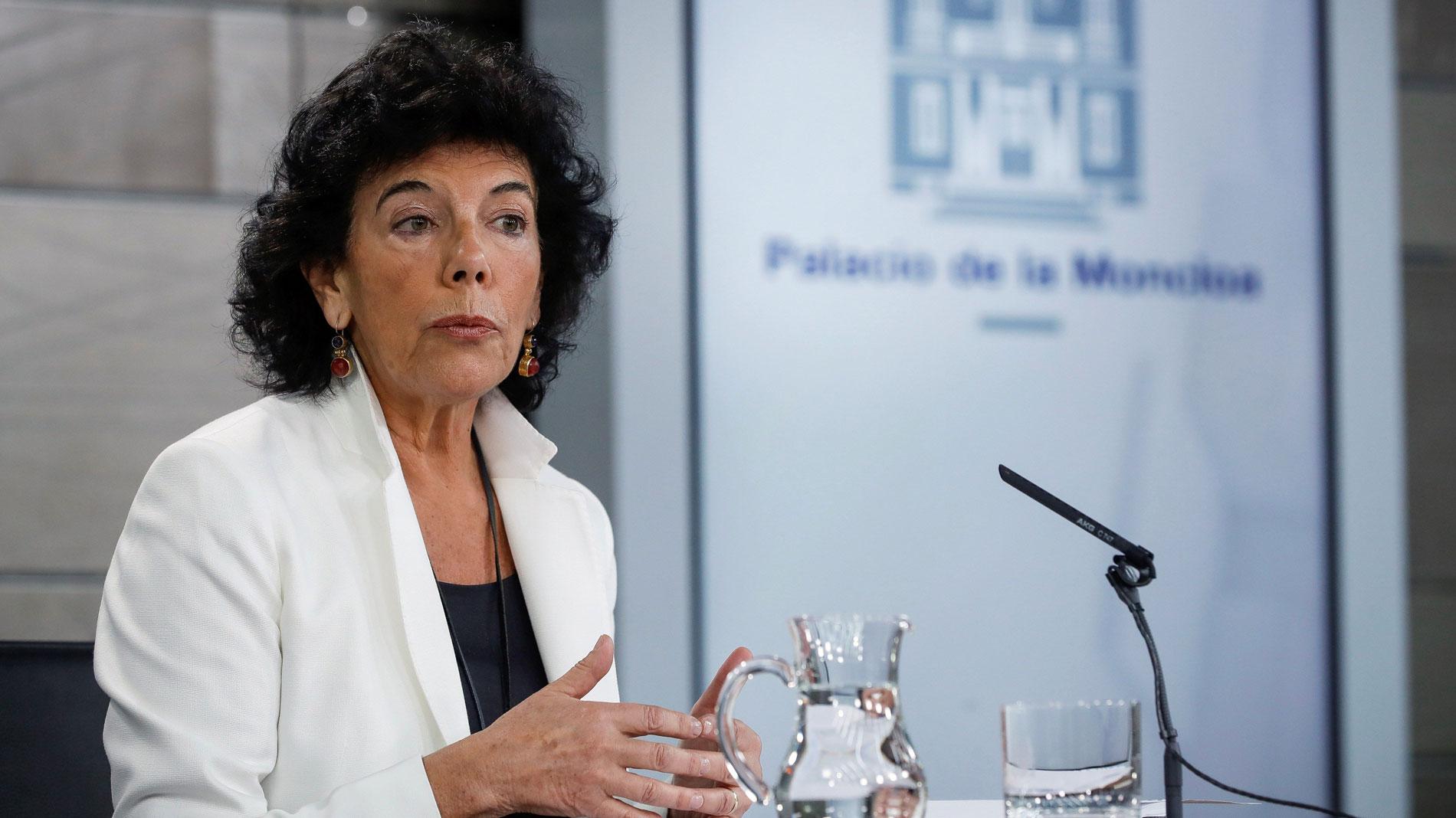 """El Gobierno expresa su """"plena confianza"""" en Luis Planas"""