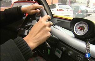 Ver vídeo  'El Gobierno quiere potenciar el uso de los puntos de recarga para los coches eléctricos'