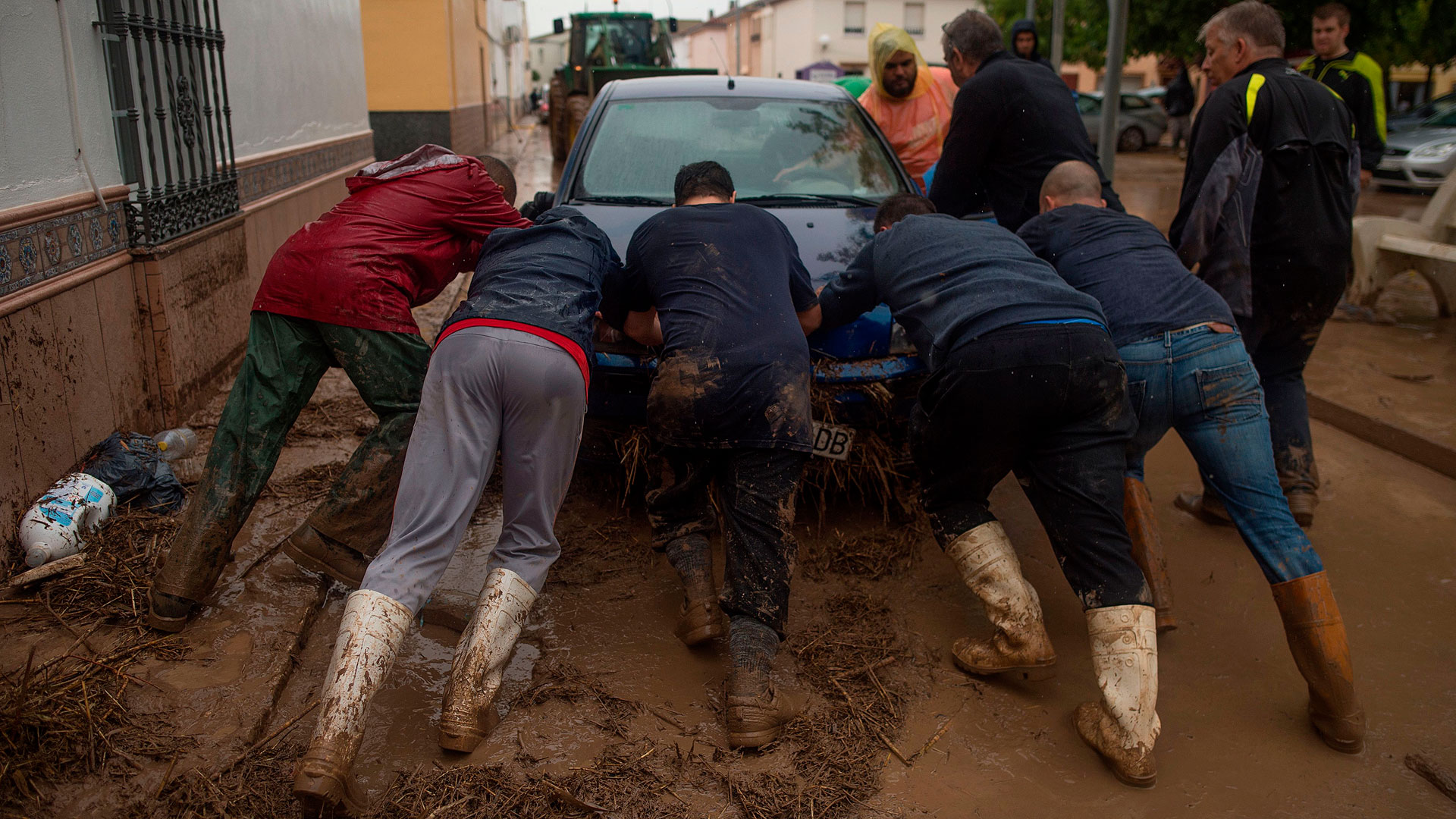 Gota fría en Málaga, el día después: un bombero fallecido y graves destrozos