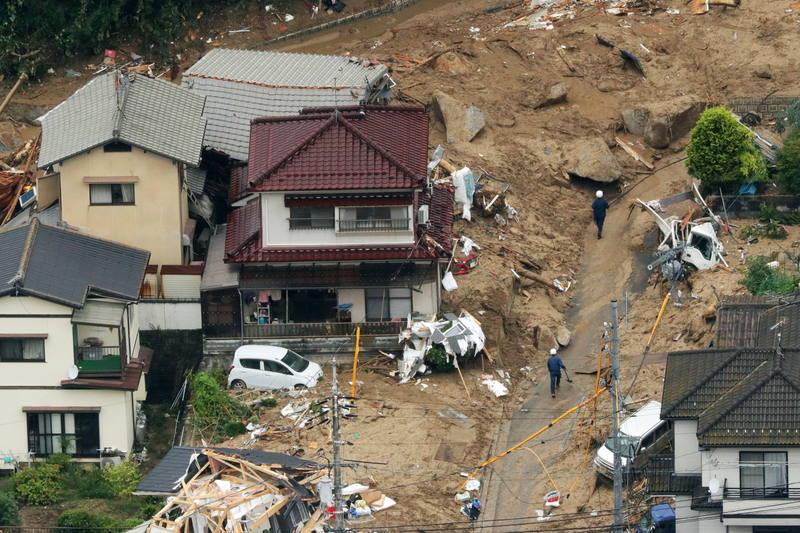 Casas destrozadas por las fuertes lluvias en la prefectura de Hiroshima