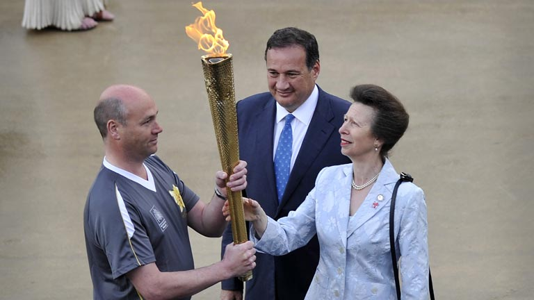 Grecia da el relevo olímpico a Inglaterra