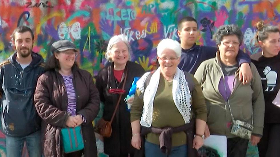 El grupo grafitero ''Lata 65''  formado por jubilados están pintando en Lisboa
