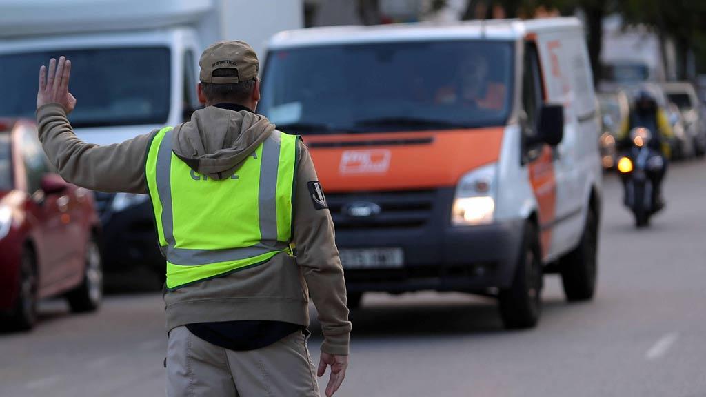 La Guardia Civil incauta abundante documentación del censo del 1-O en la empresa Unipost de Terrasa