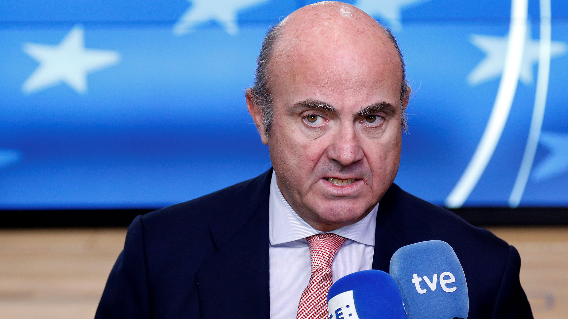 """De Guindos anuncia que dejará de ser ministro """"en los próximos días"""""""
