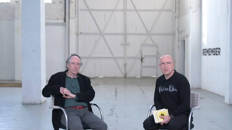 Hablamos con Ian McEwan de esa generación literaria a la que pertenece y en la que encontramos a ilustres autores como Martin Amis o Salman Rushdie