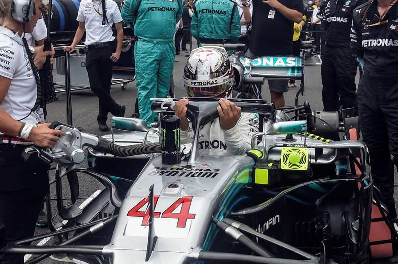 Hamilton tras ganar su quinto Mundial sobre el asfalto mexicano.