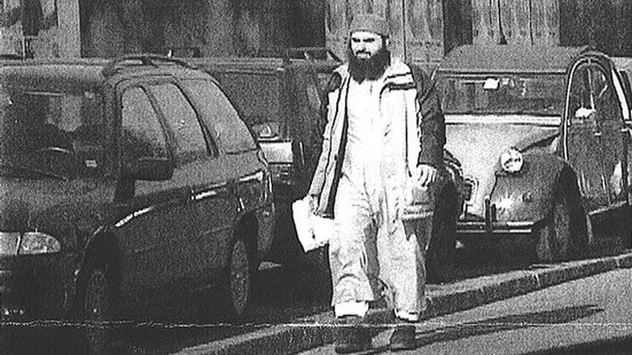 Hassan Mustafá Osama Nasr, clérigo radical egipcio, en una foto tomada en Milán por la CIA en 2003 y publicada por el Corriere Della Sera