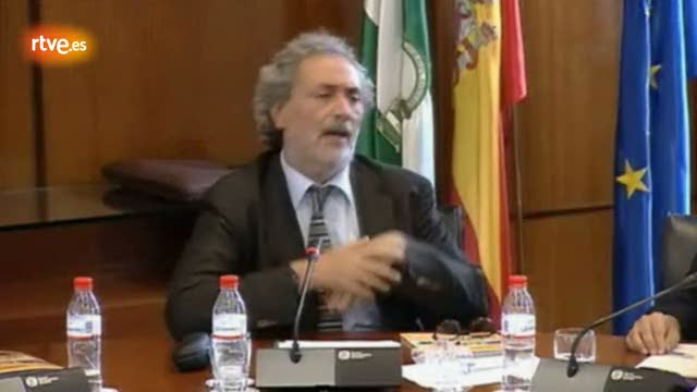 """El Defensor del Pueblo Andaluz abronca a los políticos: """"La gente está hasta el gorro de ustedes"""""""