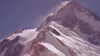 Al filo de lo imposible - Hidden Peak: La Montaña Oculta (2)