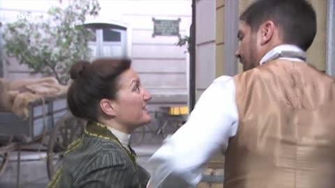 Acacias 38 - Higinio discute con María en plena calle