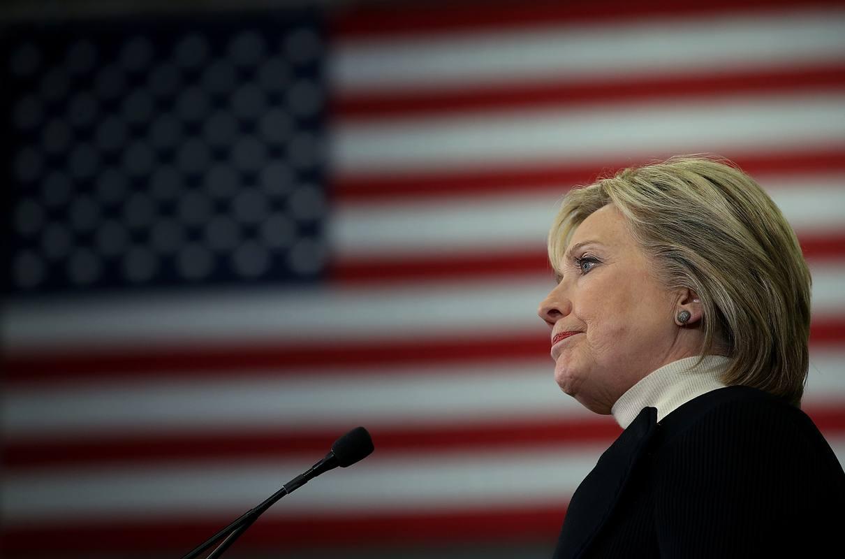 Hillary Clinton reconoce su derrota en las primarias demócratas de New Hampshire.