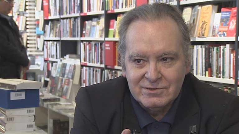 """Diego Manrique, cronista de la música popular acaba de editar el libro """"Jinetes en la tormenta"""""""