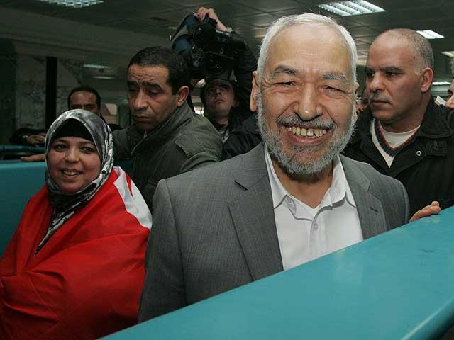 El histórico líder islamista Rachid Ganuchi regresa a Túnez desde el exilio