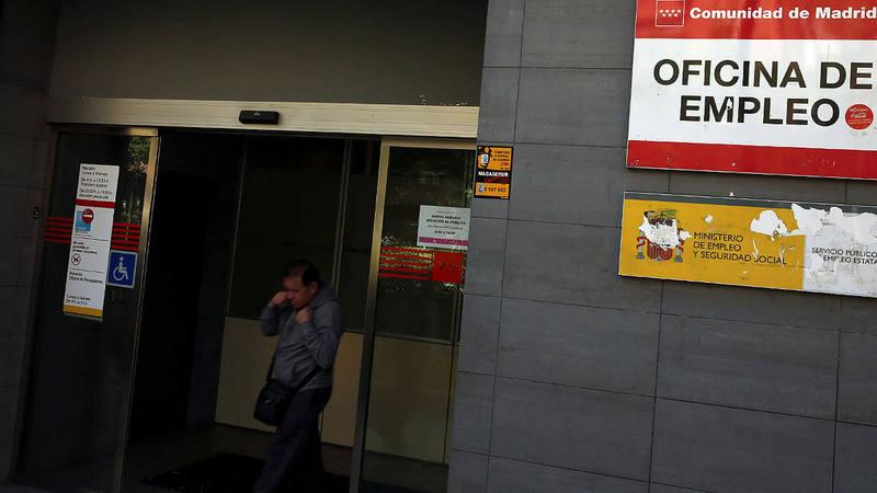 El paro baja en personas en abril for Oficina de paro madrid