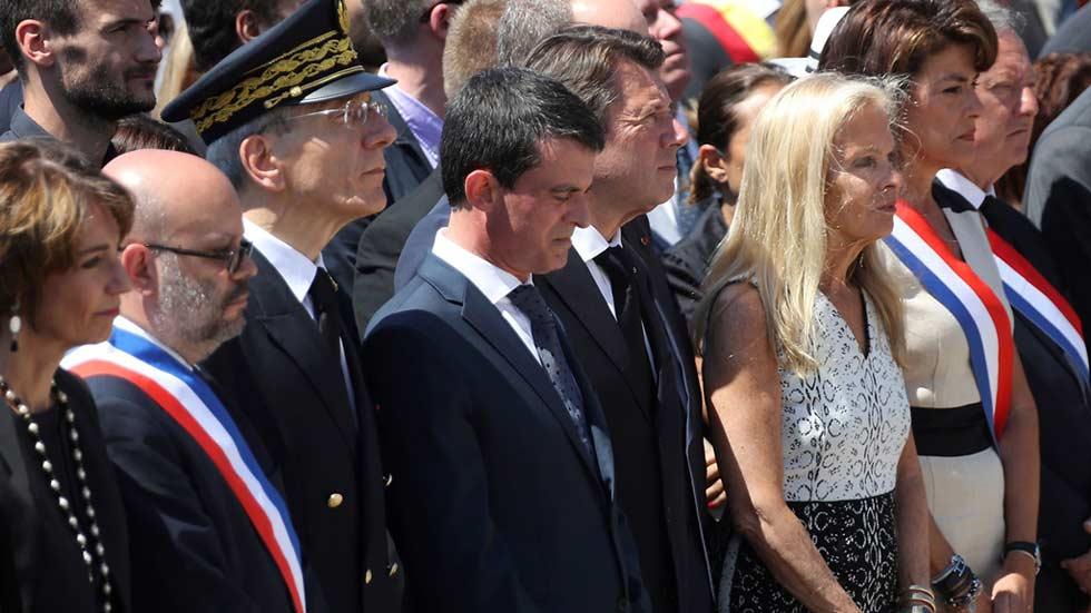 Los homenajes a las víctimas y los abucheos a los políticos se mezclan en Niza