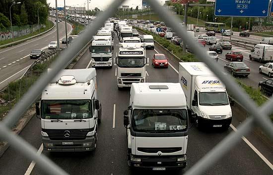 Los camiones no cruzan hoy la frontera con Francia por la Junquera.