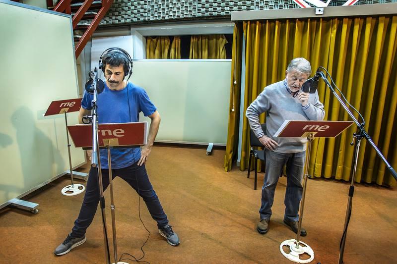 Hugo Silva y Jaime Blanch en los estudios de Radio Nacional