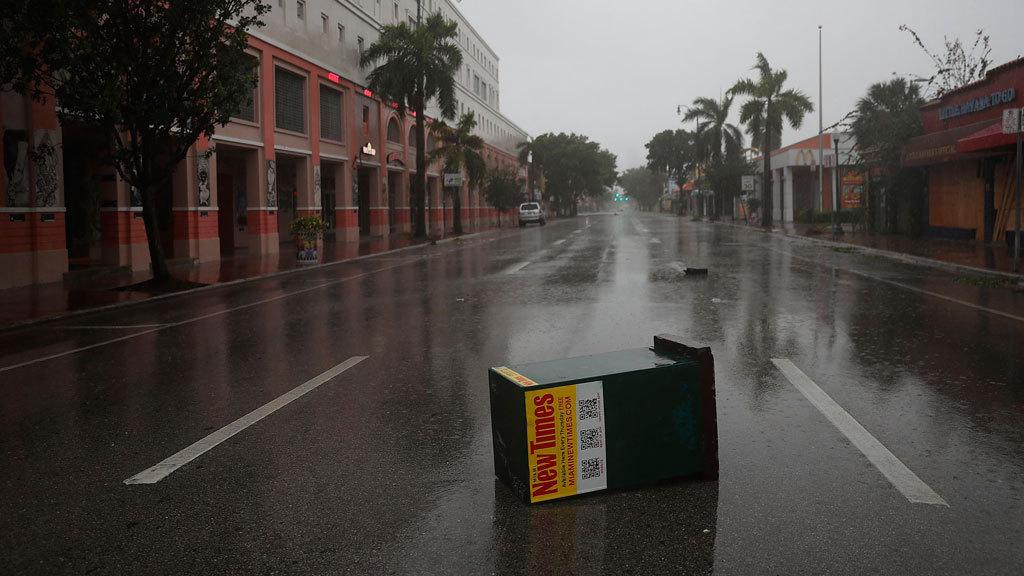 El huracán Irma toca tierra en los Cayos de Florida