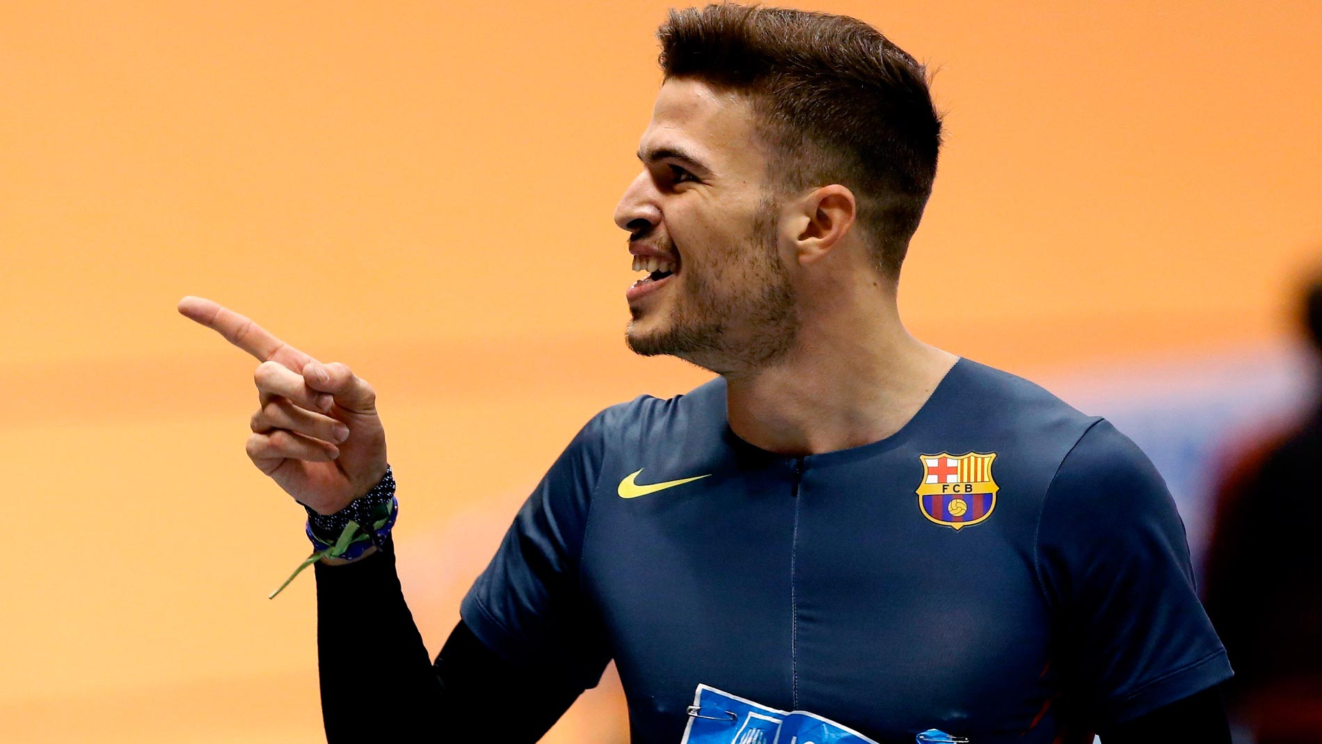 Husillos arrebata a Hortelano el récord de España de 200 en sala