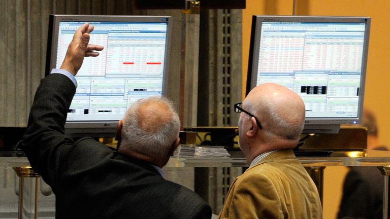 El Ibex-35 cede un 2,55%, arrastrado por las pérdidas de la banca, y marca mínimo anual